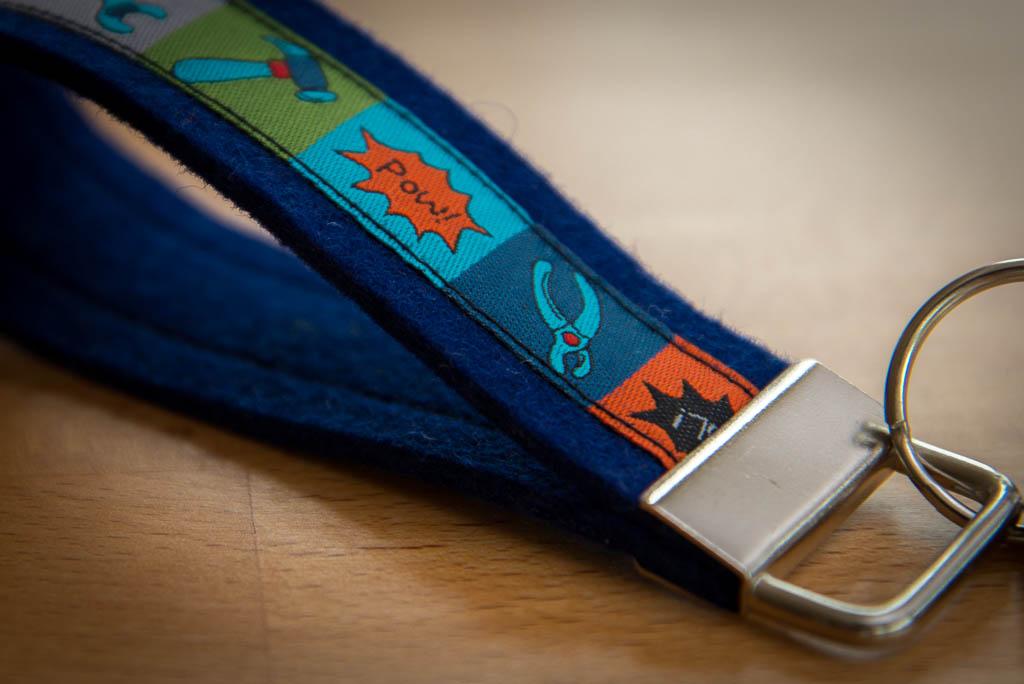 Schlüsselband dunkelblau im Detail