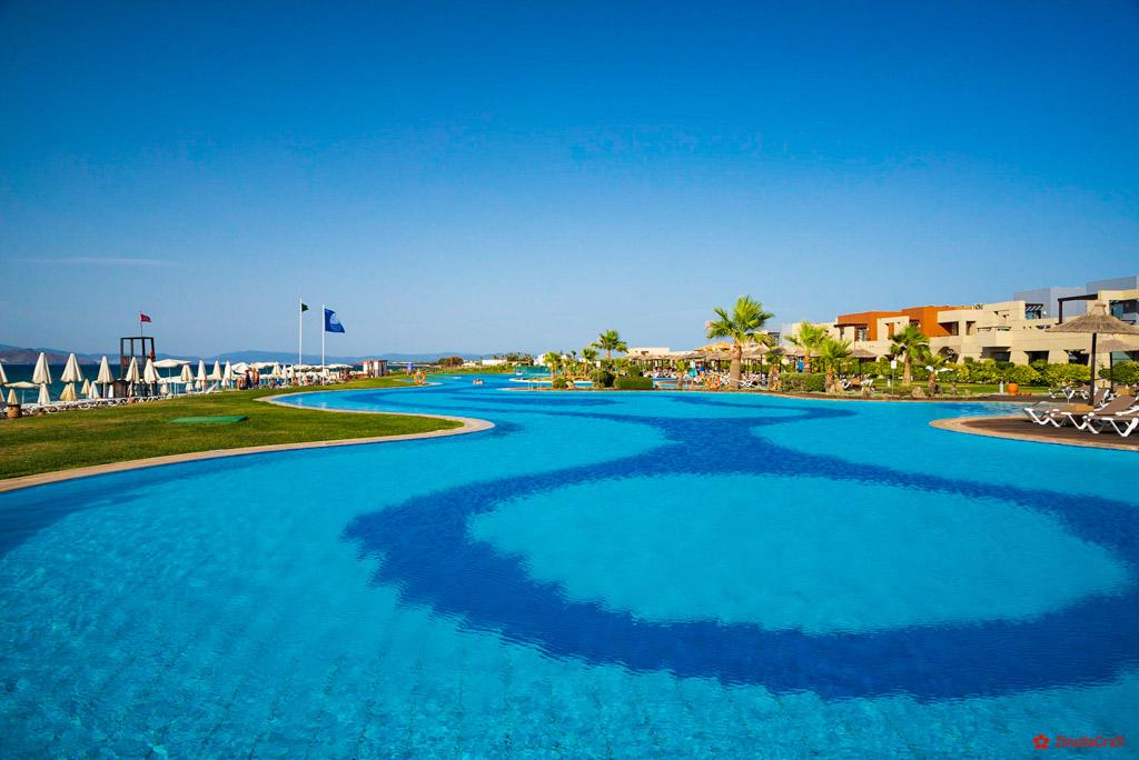 Pool im Hotel Astir Odysseus